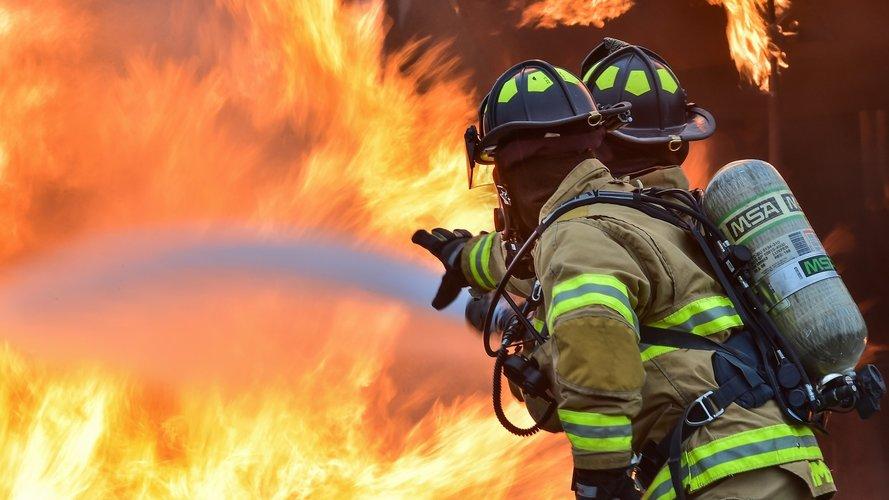 Внаслідок пожежі у Снятині ледь не загинула літня жінка